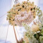 style exclusif pour mariage. lustre avec des fleurs louer